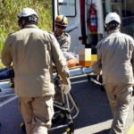 Mãe encontra filho enforcado e se joga na frente de caminhão e também morre