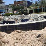 Lixo, fezes e restos de construção tomam conta da Praça do Caranguejo
