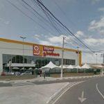 Vídeo: Homem cai do teto de supermercado em Lauro de Freitas