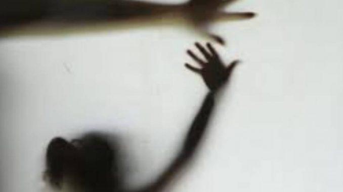 Menino de 14 anos tenta estuprar criança