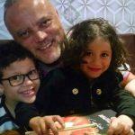 Pai mata filhos de 6 e 9 anos com tiros na cabeça para não pagar pensão alimentícia