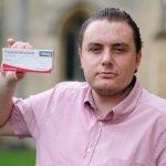 Homem afirma que ficou gay após ter tomado analgésicos