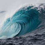 Família de Itinga é arrastada por onda gigante na praia de Jauá