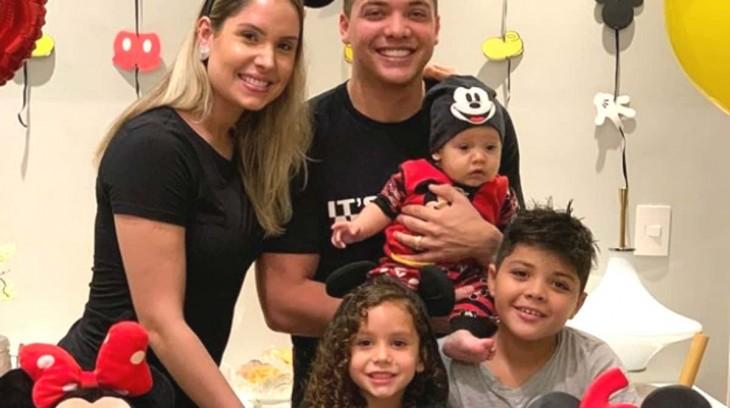 Wesley Safadão coloca filhos para fazer DNA
