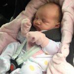 Bebê quase morre após ficar mais de 1 hora na cadeirinha