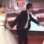Mulher vestida de noiva invade casamento do ex e pede para voltar
