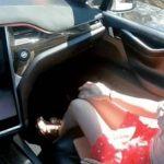 Casal grava cena de sexo em carro com piloto automático ligado! Veja