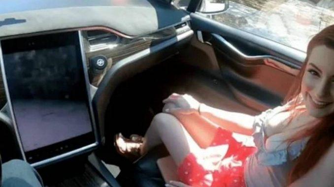 Casal grava cena de sexo em carro