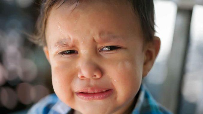 Menino de 4 anos chama a polícia
