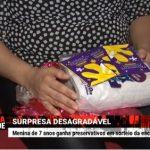 Criança de 7 anos recebe camisinha de presente em festa junina na escola