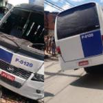 Micro-ônibus de Lauro de Freitas bate em uma casa na Itinga
