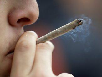 fumando maconha em Piatã