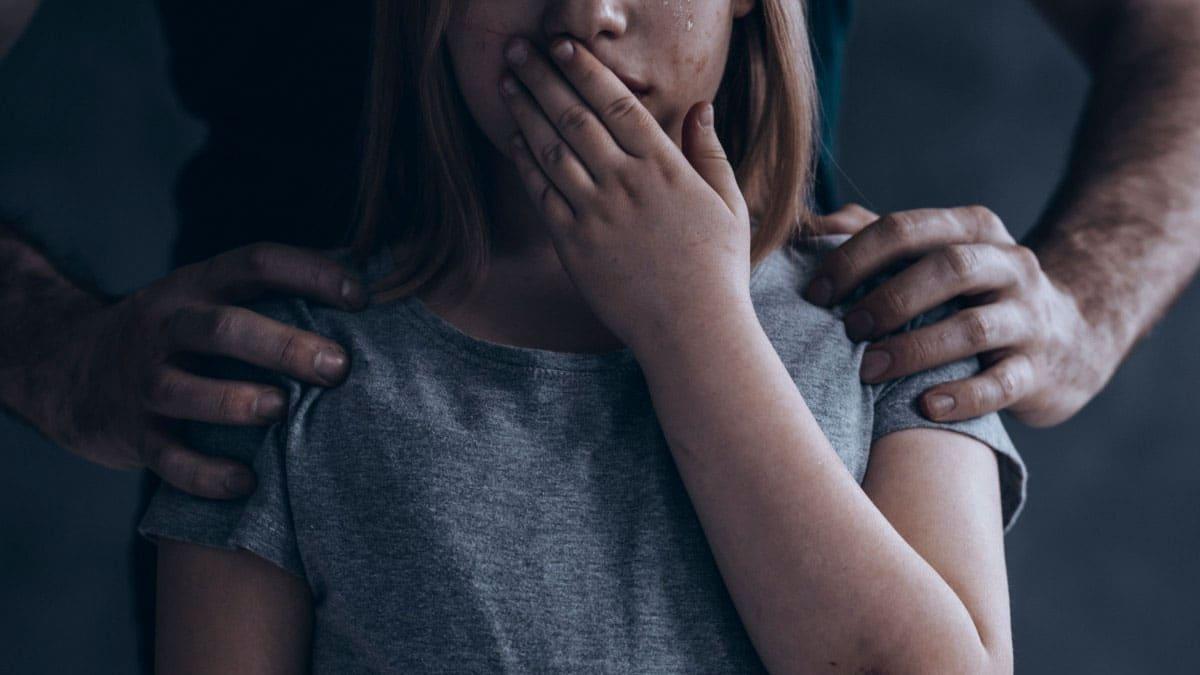Menina de 11 anos é estuprada por três homens