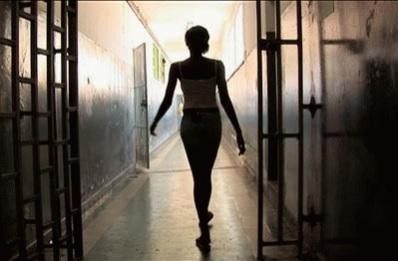 Mulher trans engravida detenta