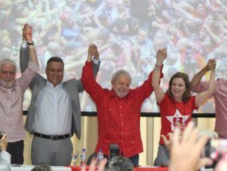 Só gente branca na mesa com Lula