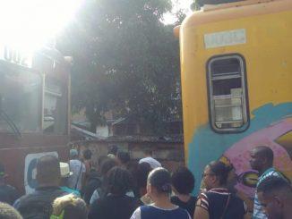 Dois trens batem de frente na Estação do Lobato