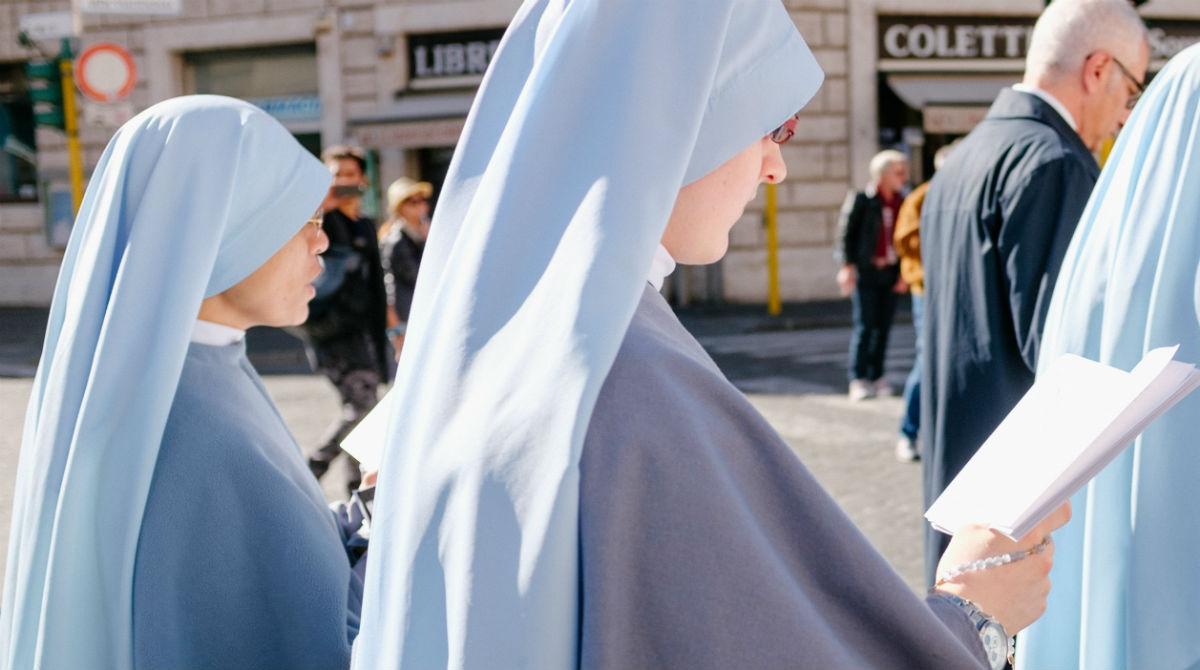 Duas freiras ficam grávidas