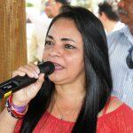 Prefeita de Lauro de Freitas sugere a ouvinte descer de ônibus e pegar outro para chegar mais rápido