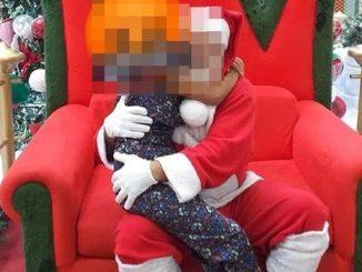 Papai Noel aparece excitado