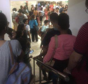 Funcionários de call center em Lauro de Freitas
