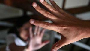 Seis homens estupram menina