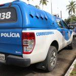 Policial é preso e delegado afastado